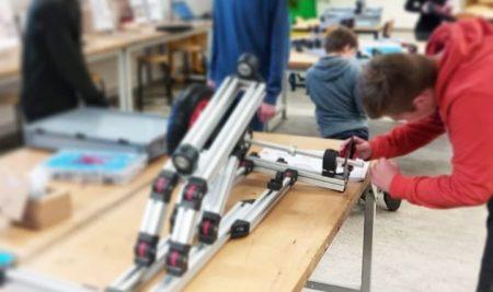 Bij het vak TechMavo zijn de leerlingen een elektrische skelter aan het bouwen.