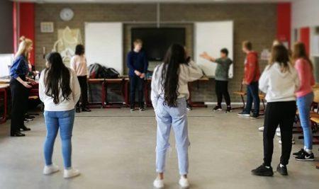 Vandaag volgden alle tweedeklassers een workshop drama gebaseerd op het thema van de projectweek: 'bevrijding'.