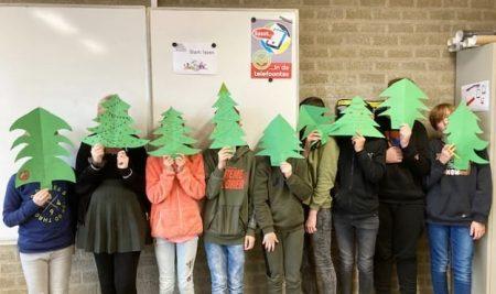 Tijdens de Franse les (b1c) maakten de leerlingen in het Frans een familie stamboom (thema kerst).